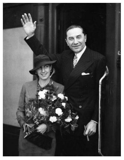 Bela & Lillian in England in August, 1935 1
