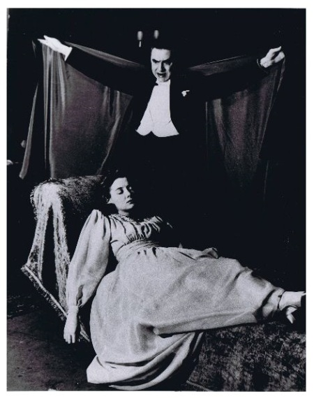 1943 Dracula - Bela with Janet Taylor as Lucy