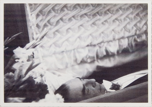 Bela Lugosi's body on view at the funeral palour