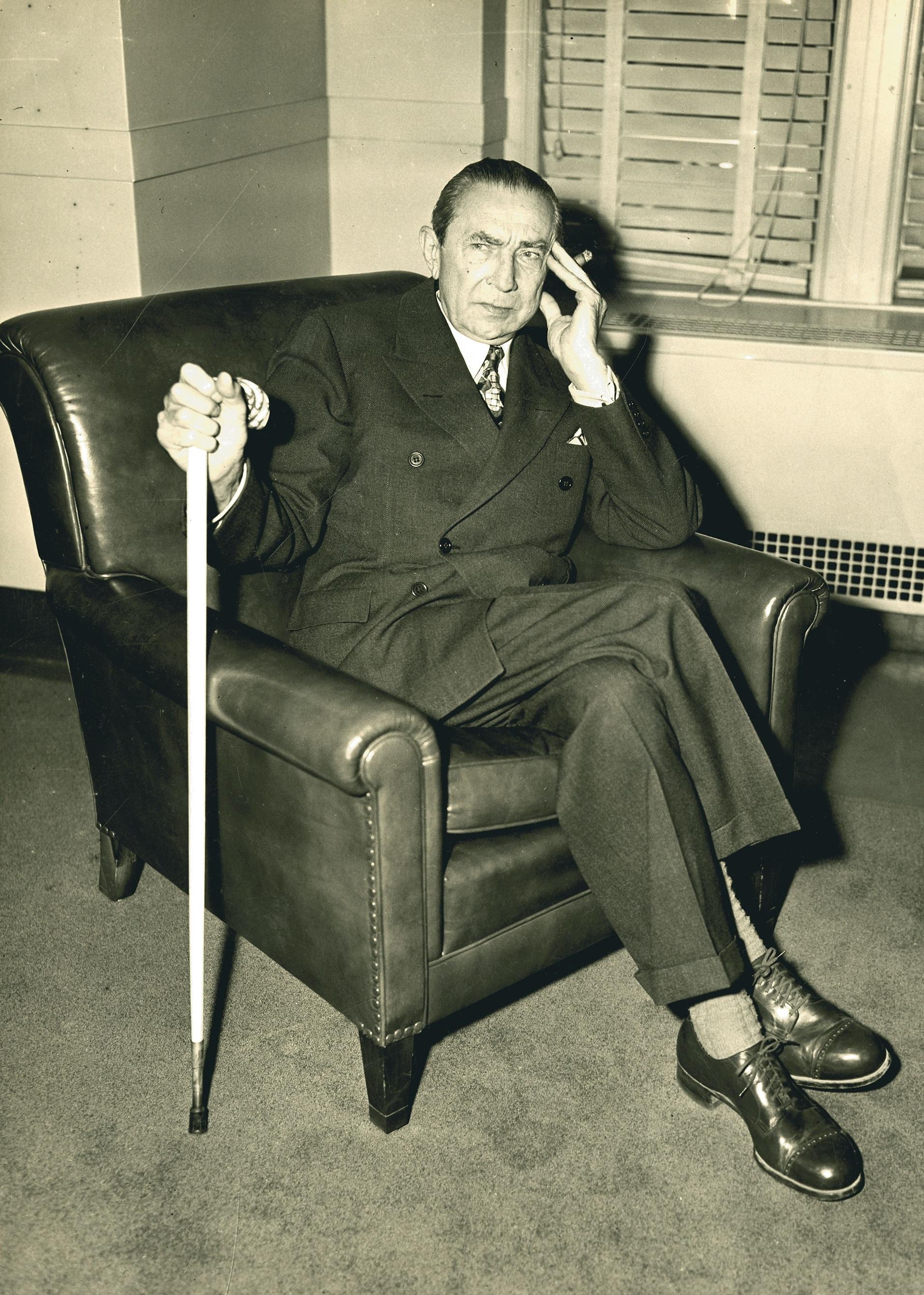 Bela prepares to testify with new cane.