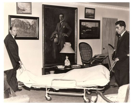 Undertakers removing Bela's body